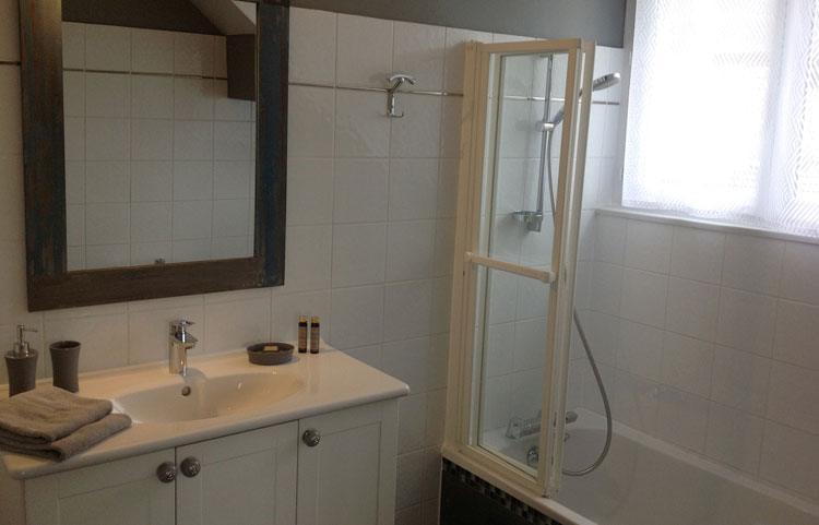 salle de bain le revard gite proche aix les bains